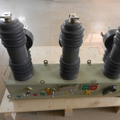 RCW12N type pole mounted auto recloser
