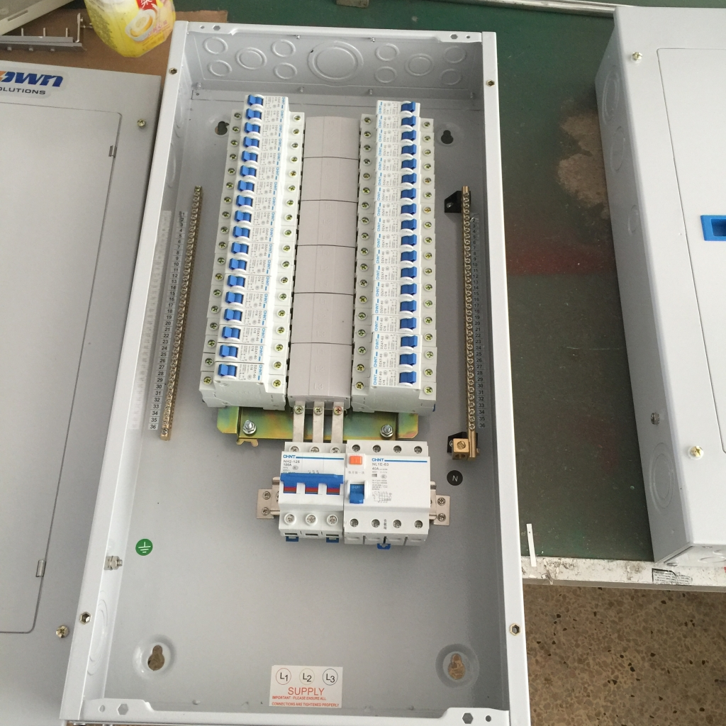 Tpn Db Three Phase Distribution Board Boardcircuit 3 Fuse Box Breakerfish Tapecable Markeranti Vandal Switchthermostatezitown